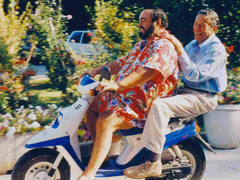 Correspondent Mike Wallace gets a lift from Luciano Pavarotti in 1993.