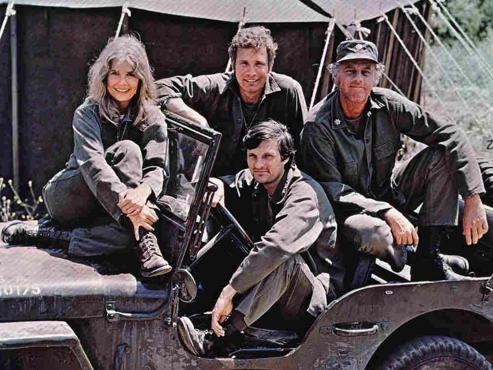 Loretta Swit, Wayne Rogers, McLean Stevenson, and Alan Alda of MASH.