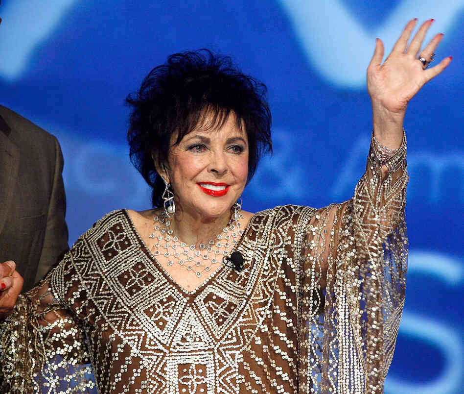 Elizabeth Taylor pictured in 2007