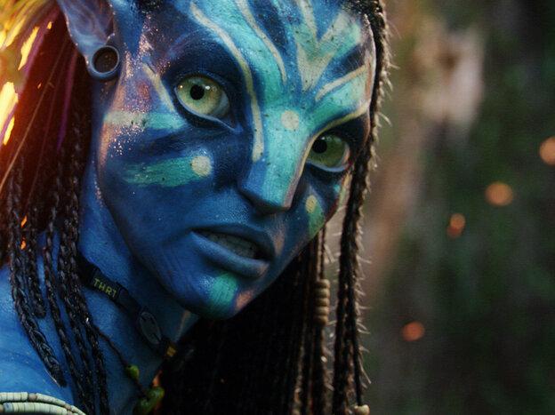 Zoe Saldana plays Neytiri