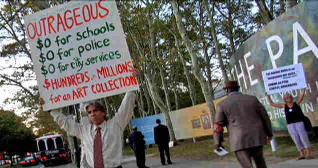 Nick Tinari protests the proposed new downtown Philadelphia location of The Barnes Foundation.