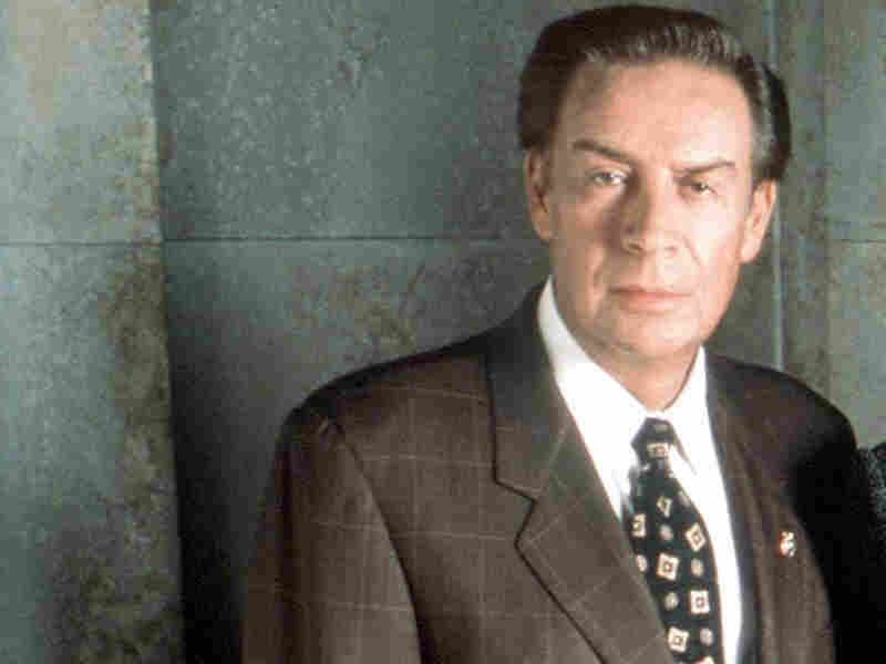 Jerry Orbach as Detective Lennie Briscoe