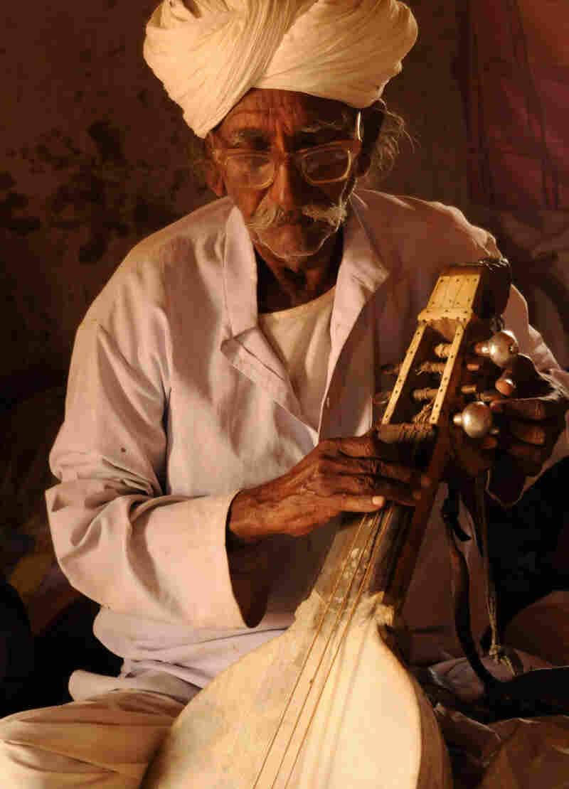 Musician Sakar Khan performs