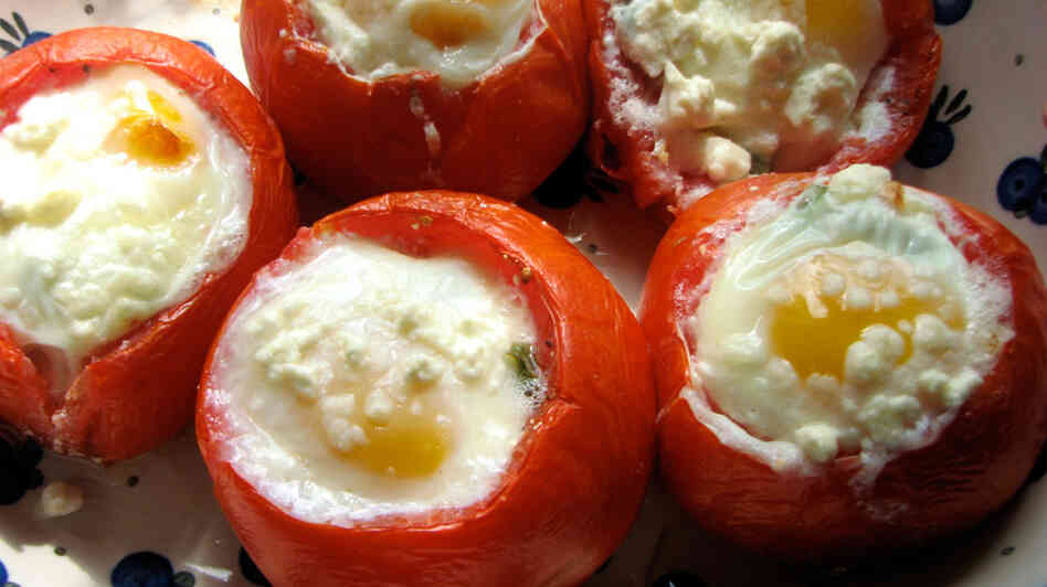 Eggs Baked With Spinach And Feta In Tomato Shell