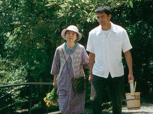 Kirin Kiki as Yokoyama Toshiko and Hiroshi Abe as Yokoyama Ryota in 'Still Walking.'