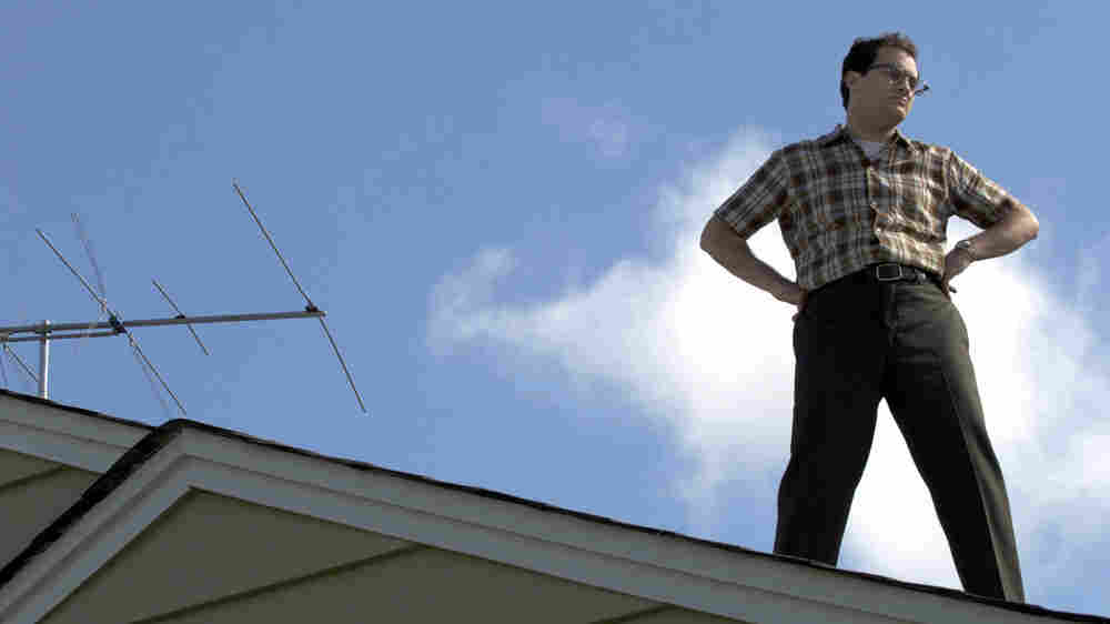 Larry Gopnik (Michael Stuhlbarg) stands on a roof