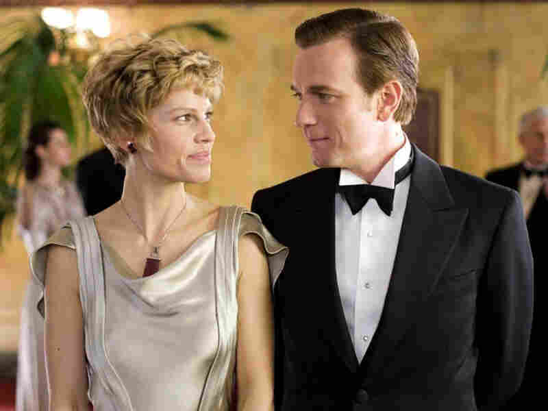 Hilary Swank and Ewan McGregor in 'Amelia'