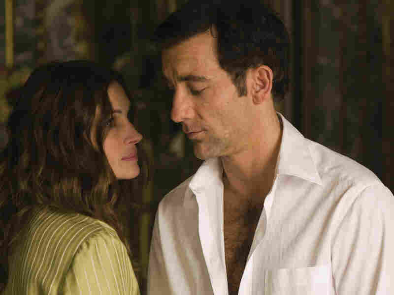 Clive Owen and Julia Roberts in 'Duplicity'