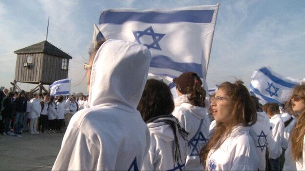 Israeli high school students at Auschwitz in 'Defamation'