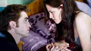 W: Kristen Stewart and Robert Pattinson in 'New Moon'