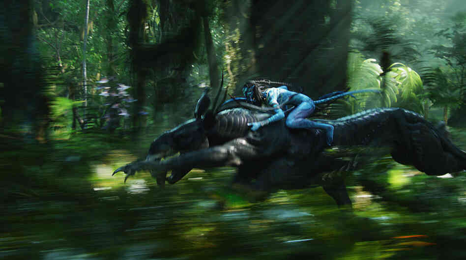 A Na'vi warrior races into battle on a thanator, a pantherlike creature native to Pandora.