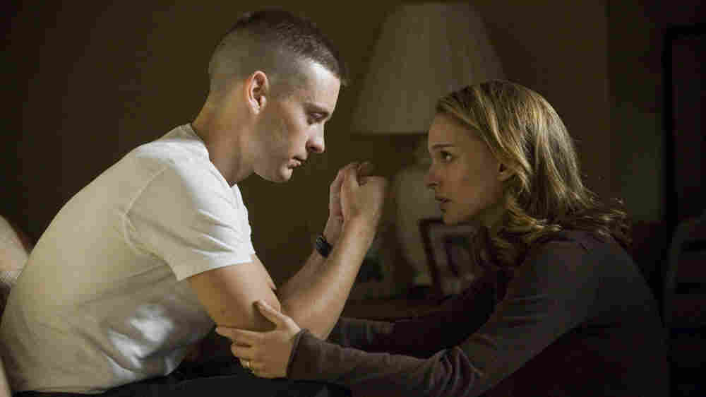 Tobey Maguire and Natalie Portman in 'Brothers'