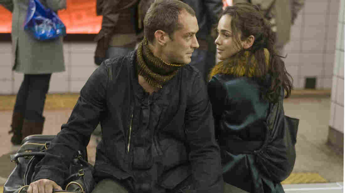 Jude Law and Alice Braga
