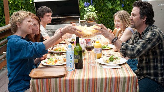 Annette Bening, Julianne Moore, Josh Hutcherson, Mia Wasikowska, Mark Ruffalo