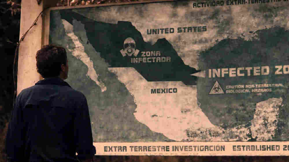 Scoot McNairy and a map of the Infected Zone