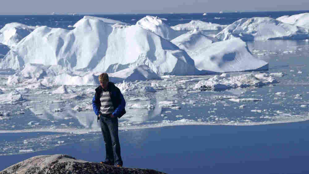 Bjorn Lomborg in front of glacier