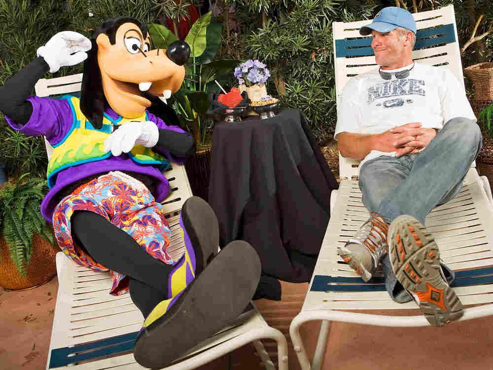 Brett Favre relaxes with Goofy.