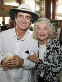 http://media.npr.org/assets/blogs/thetwo-way/images/2009/08/shriver.jpg?s=12