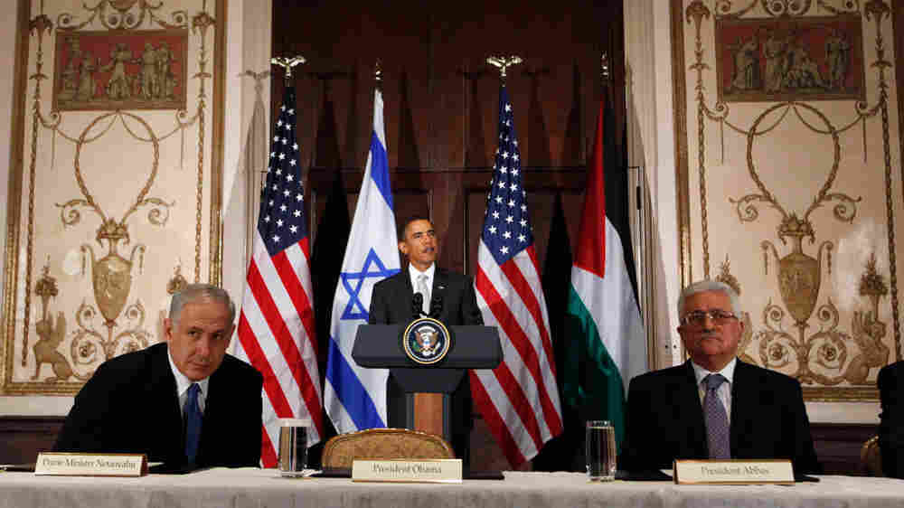President Barack Obama makes a statement before the start of his trilateral meeting with Israeli Pri