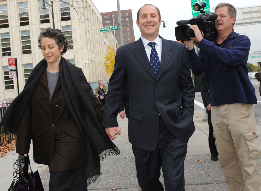bear stearns case Much of the government's evidence in the case was focused on emails among the two men, other colleagues at bear stearns and investors the defense argued that prosecutors took snippets of emails.