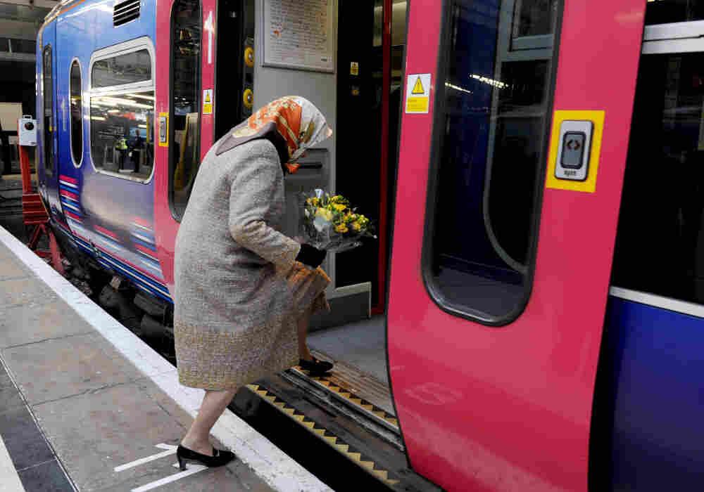 Queen Elizabeth takes train.