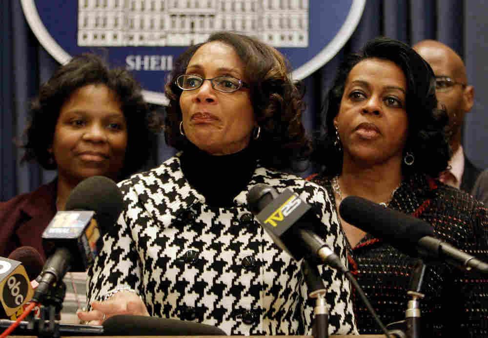 Sheila Dixon resigns.