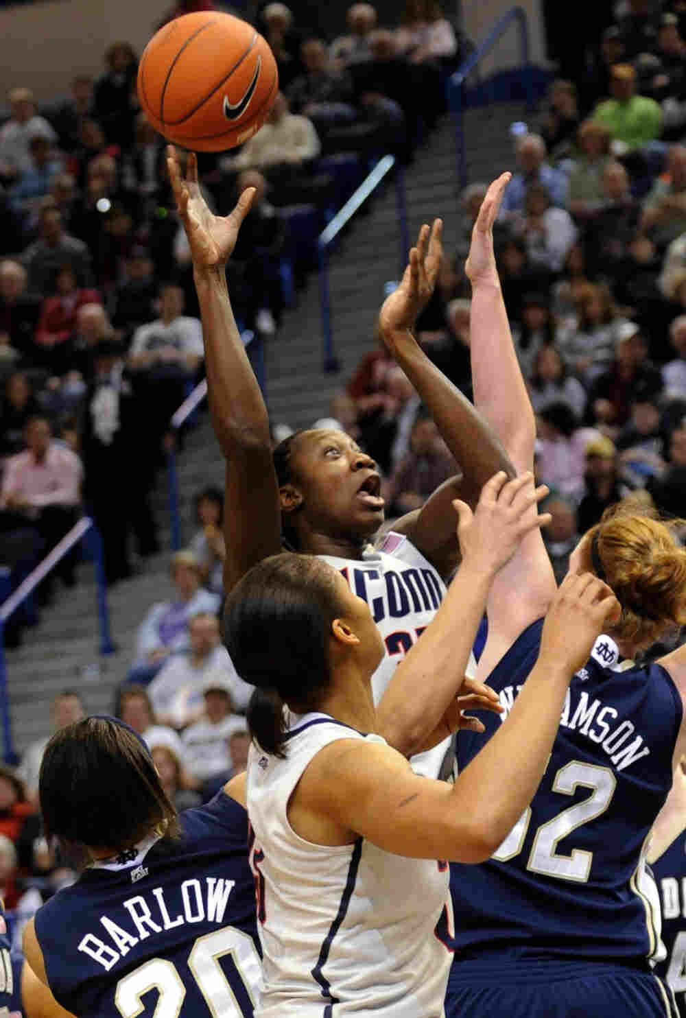 The University of Connecticut women's basketball team won its 71st straight game, setting a new for