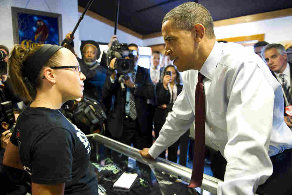 President Barack Obama orders buffalo wings at Duff's Famous Wings in Buffalo, New York, May 13, 201