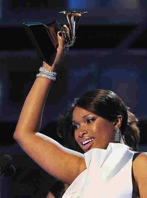 After a heartfelt acceptance speech, singer Jennifer Hudson raised her Grammy Award for the best R&B album.