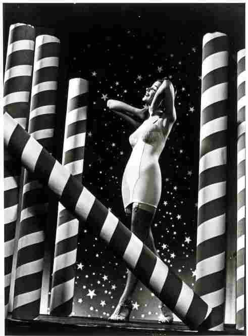 Appealing to a love of both America and lingerie, this advertisement for Carter Corsets is dated December 1938. George Eastman House Collection