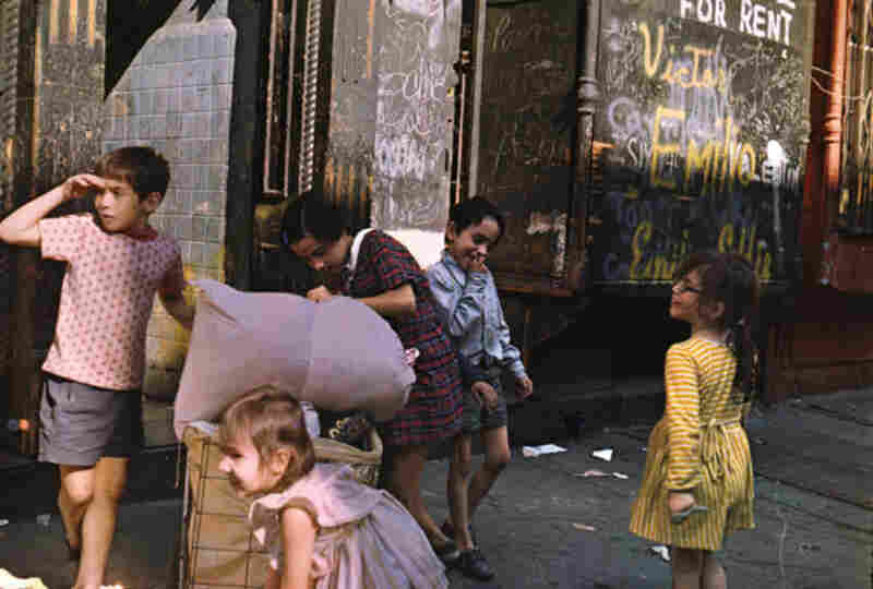 Kids with laundry, New York, 1972