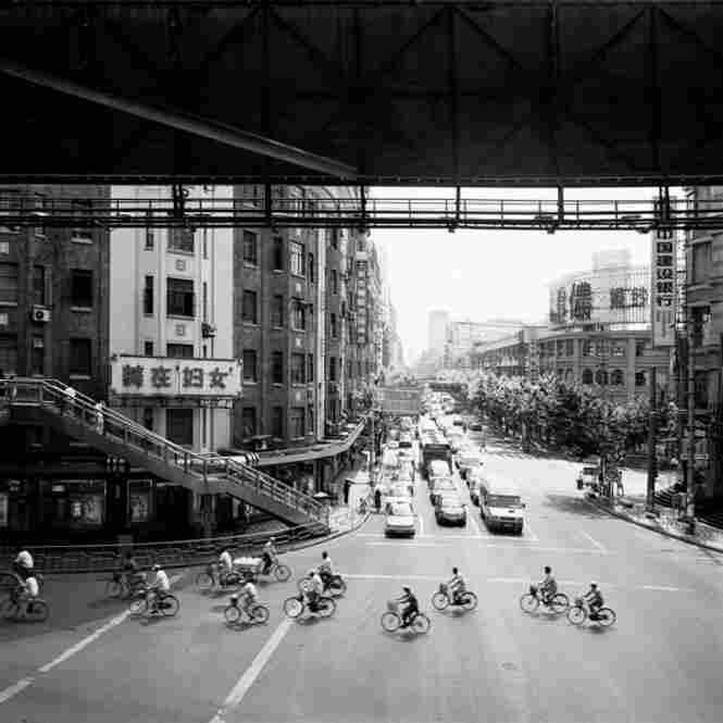 Shanghai / Overpass No. 2, 2005 (c) Garie Waltzer
