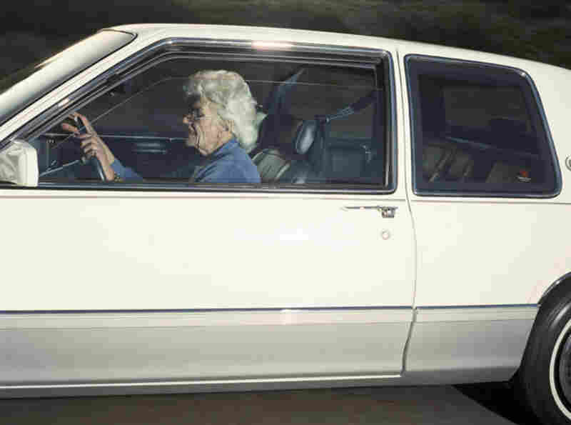 Woman guiding her automobile down Washington Boulevard in Culver City, Calif., at 44 mph at 4:11 p.m. on Dec. 16, 1990