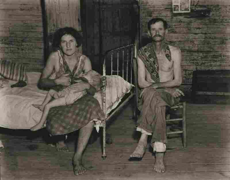 Bud Fields with his wife Ivy, and his daughter Ellen, Hale County, Alabama, 1936.