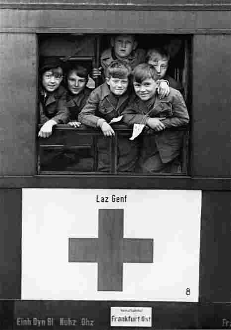 German children return from Switzerland after hospital treatment, 1948.