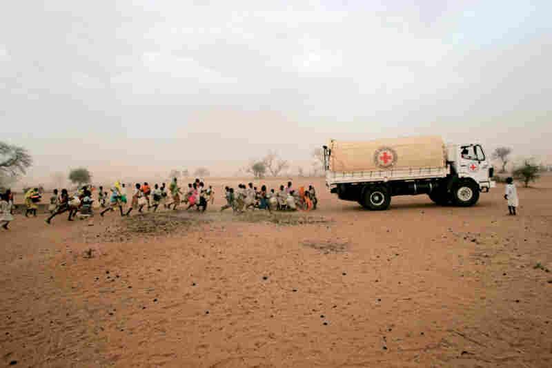 A truck brings water to displaced people in Gereida camp, Sudan, 2006.