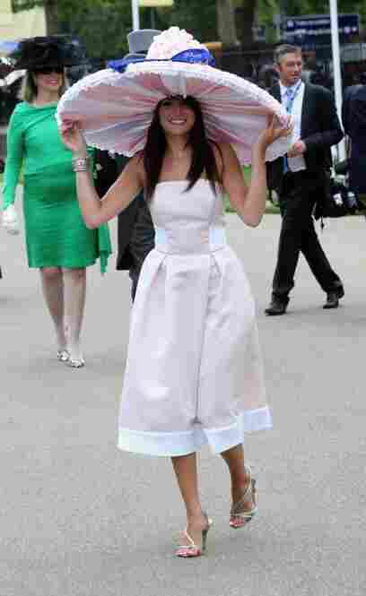 Jade Taylor, 19, came from Manchestor weighed down in fanciful headgear made of 800 marshmallows.