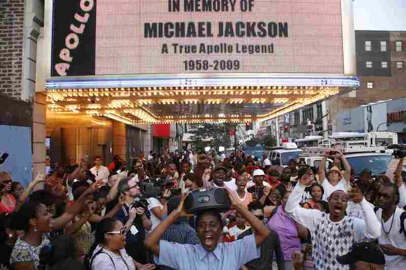 "A crowd meets outside of the Apollo Theater in Harlem, in remembrance of the ""King of Pop."""