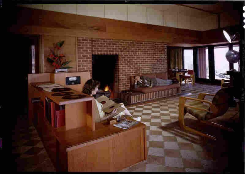 Cecil J. Birtcher residence, Los Angeles, 1945. Harwell Hamilton Harris, modernist architect; Kem Weber, German furniture designer.