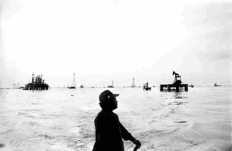 Oil fields in the middle of Lake Maracaibo, 2005.