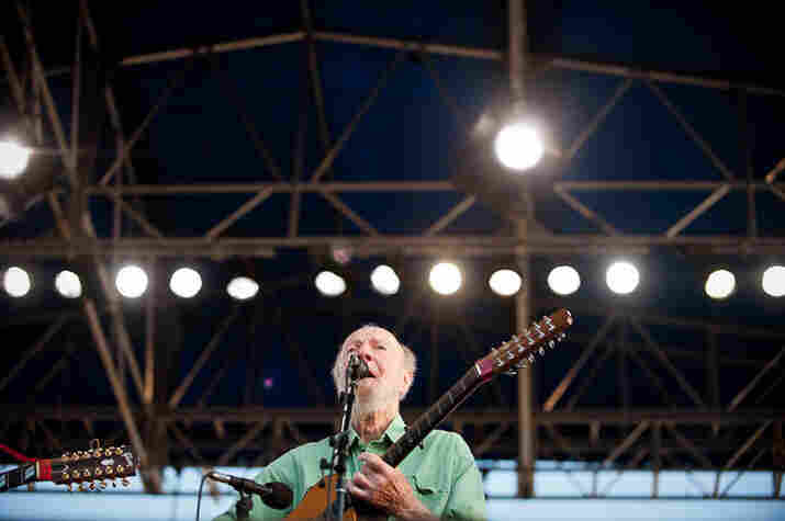 Pete Seeger leading the singalong at Newport.