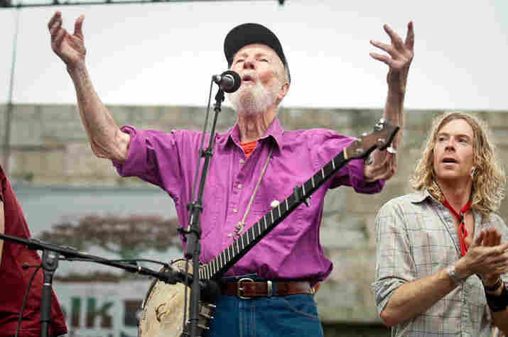 Pete Seeger urges the crowd to sing louder.