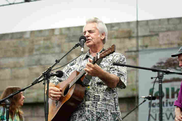 Del McCoury at the Fort Stage during the singalong.