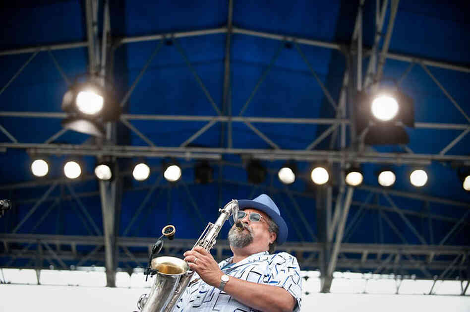 Joe Lovano performs with his UsFive ensemble.