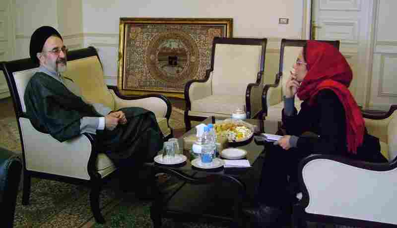 Alinejad has interviewed prominent Iranian politicians including former President Mohammad Khatami in 2008. Around the same time, she requested to interview Barack Obama.