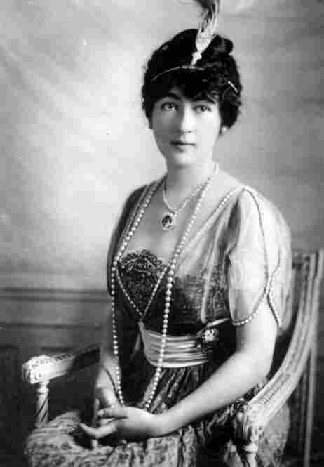 Washington, D.C., socialite Evalyn Walsh McLean wearing the Hope Diamond, circa 1915.  Her troubled later life gave weight to rumors that the stone was cursed.