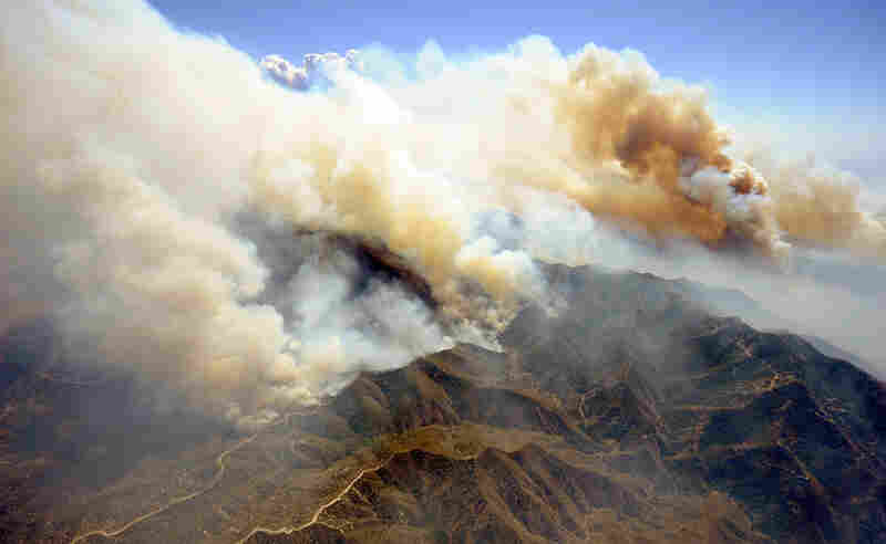 Clouds of smoke rise as the Station Fire gradually moves west Monday toward the communities of Acton Agua, Dulce and Sunland Tujunga.