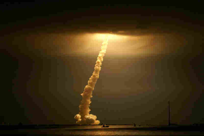 Space shuttle Discovery night launch, Cape Canaveral, March 11, 2009