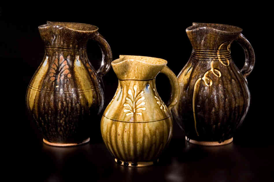 Mark Hewitt, who lives in North Carolina, is known for his pottery fired with the traditional Southern alkaline glaze and salt glaze. Alkaline pots, 2009