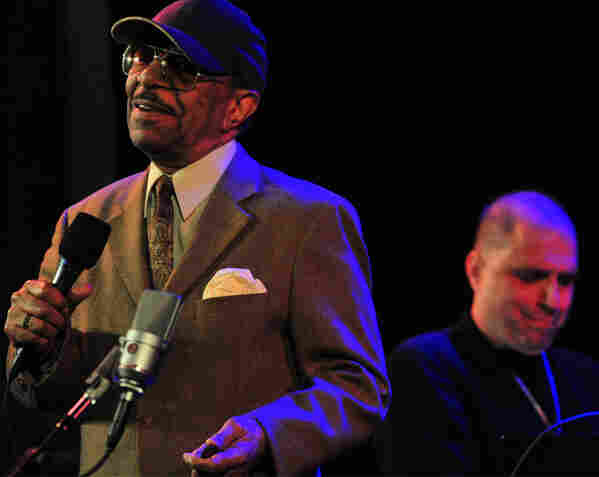 Grady Tate performing at Dizzy's Club Coca-Cola.